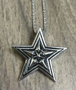 Betsy Johnson Star Pendant on a Silver Chain Necklace New Beauty!