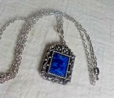 SARAH COVENTRY SILVERTONE METAL CHAIN NECKLACE W/BLUE STONE & SCROLLWORK PENDANT