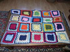 Ancien couvre lit couverture bébé crocheté main / Old crocheted blanket for baby