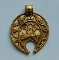 FINEST ANCIENT ROMAN HIGH CARAT TESTED GOLD LUNAR AMULET WITH GRAPES 200-300 AD
