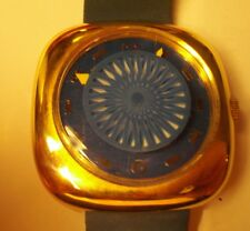 WRIST WATCH WITH UNUSUAL CENTER SWIRL WHICH HAS THE ILLUSION OF GOING IN AND OUT