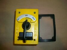 REES On Off Rotary Contact Selector Switch  04910-100