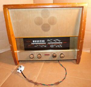 Vintage Murphy Valve Radio Type A262