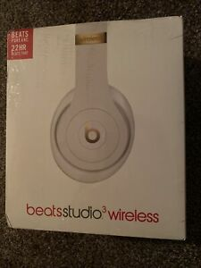 Beats by Dr. Dre Studio3 Over the Ear Wireless Headphone - White/Gold