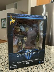Starcraft DC Unlimited Series 1 Zeratul Action Figure Displayed With Box