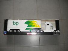 "NewRay - Kenworth T2000 Sattelzug / Truck / LKW weiß ""BP"" 1:32 / Neu/OVP"