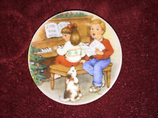Hallmark Keepsake Ornament Sweet Holiday Harmony Collector's Plate 1992