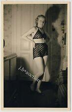 YOUNG WOMAN IN EXCLUSIVE UNDIES / JUNGE FRAU MODISCHE WÄSCHE * Vintage 30s RPPC