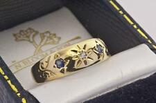 AN ANTIQUE SOLID 18ct GOLD DIAMOND & BLUE SAPPHIRE BAND RING SIZE Q (US 8.25)