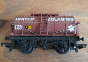 Mainline united molasses 128 oo gauge tank wagon