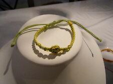 1 Bracelet enfant papillon et perlettes nacrées-cordon macramé jaune et vert