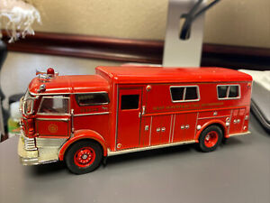 signature Models 1960 Mack C Rescue Fire Engine Truck 1/32 diecast W Hempstead