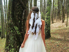 Boho indien plume blanche maquillage crème boule weave bande strass mariage mer