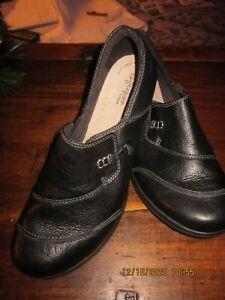 CLARKS WOMENS COMFORT BLACK SHOE size 10