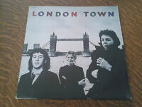 33 tours wings london town