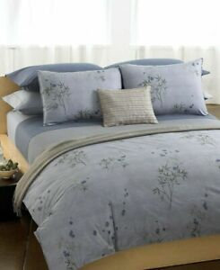 New CALVIN KLEIN BAMBOO FLOWERS KING FLAT SHEET in Solid Hyacinth