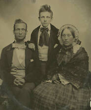 1/4 PLATE AMBROTYPE PHOTO PORTRAIT OF A FAMILY