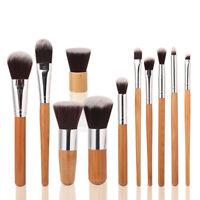 teint outil de cosmétiques fondation le bambou s'occuper pinceaux à maquillage.
