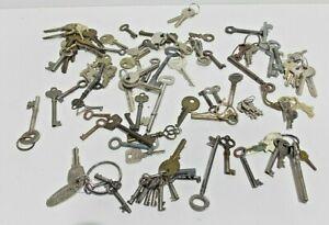 vintage job lot of around 100 keys varies types & sizes  old keys