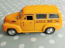 School Bus, Chevrolet Suburban 1950, KINSMART 1:36 voiture en métal miniature