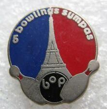 Pin's Sport Un Bowling Sympas avec Boule Quille Tour Eiffel Paris  #A6