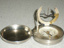 Cadran solaire équinoxial de poche avec boussole compas