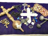 Lot Objets Religieux Medailles Croix Bois Doré Linge Cross Gold Religious