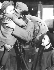 WW2 Photo WWII German Soldier Saying Goodbyes  World War Two Wehrmacht / 2443