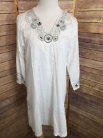 Chicos White Embroidered Sequin Trim Tunic Blouse V Neck 100% Cotton Size 2