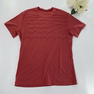 Lululemon Mens Red Metal Vent Short Sleeve Wave Pattern Fitted *Flaw