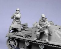 1:35 WWII German attack two German Soldiers High Quality Resin Kit 2 Figures