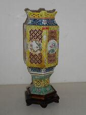 LANTERNE ANCIENNE EN PORCELAINE DE CHINE.Fin XIX°.Assiette,plat,vase,lampe.