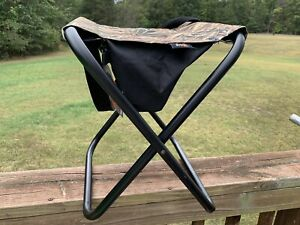 Mossy Oak Field Hunting Stool.Folding Seat W/ Storage Bag & Carry Strap. NEW