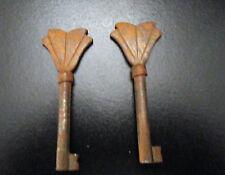 2  CLES ANCIENNES POUR SERRURE  MEUBLES SERRURES