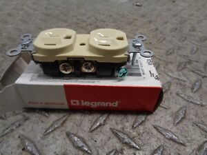 PASS & SEYMOUR DUPLEX RECEPTACLE 5262-I (LOT OF 4 )