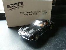 DANBURY Comme neuf 1963 CHEVROLET Corvette Sting Ray Coupe Noir 1:24 BOXED MODEL
