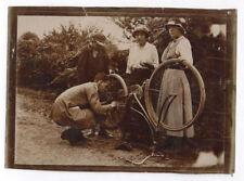 PHOTO Vélo Roue Chaîne Bicyclette Groupe Réparation Pneu Accident ? Vers 1900