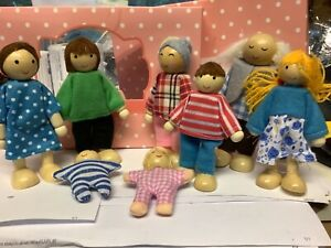 Wooden Family Dolls 8 People Set Miniature Doll Toys For Kids