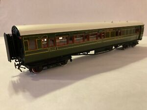 LAWRENCE SCALE MODELS SOUTHERN RAILWAY MAUNSELL CORRIDOR BRAKE THIRD COACH  (10)