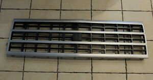 OE Replacement Chevrolet Van/Express Grille Assembly Partslink Number GM1200360