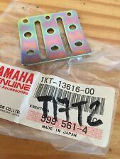 Yamaha 1KT-13616-00 butée support clapet TZR125 TZR250 TDR250 TDR240 TZR TDR