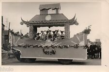 C197 Photographie vintage original fete char fleuri 1954 déguisement Mi-Careme