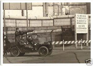 AK, Berlin Kreuzberg, US Soldaten an der Sektorengrenze, um 1980
