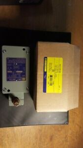 SQUARE D 9007CR61B2 LIMIT SWITCH NEW IN FACTORY BOX