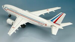 "Hobby Master Airbus A310-304 ""F-RADA,"" French Air Force 1/200 SCALE HL6005"