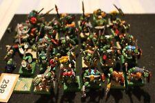 Juegos taller Warhammer Regimiento de guerreros Orcos orruks bien pintados del ejército de fantasía