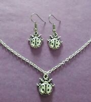 Color Plata Ladybird Charm Conjunto de Collar y Pendientes - Nuevo