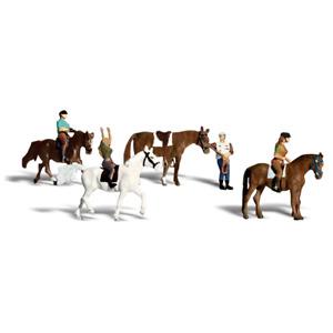 Woodland Scenics A1889 HO/OO Gauge Horseback Riders