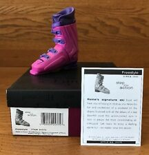 Raine Just the Right Shoe Freestyle Coa Box 25375 Step Into Action