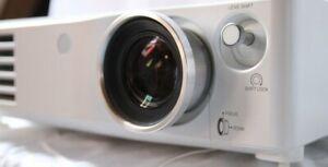 Panasonic PT-AX200E Hd-Heimkino Beamer Projector 6000:1 Lensshift 720p HDMI 59h